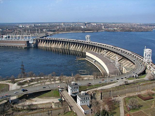 Плотина ДнепроГЭС - достопримечательности Запорожья от отеля Венеция