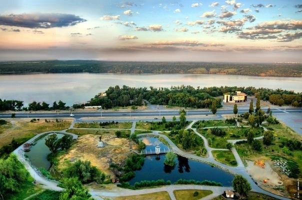 Вознесеновский парк - достопримечательности Запорожья от отеля Венеция
