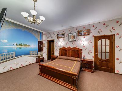 Номер полу-люкс с большой кроватью Отель Венеция, номер 15